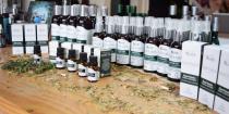 Alkymia di Grandha, linha de terapia capilar mais famosa do Brasil ganha complementos na forma de óleos essenciais, óleos vegetais, xampu e chás terapêuticos.