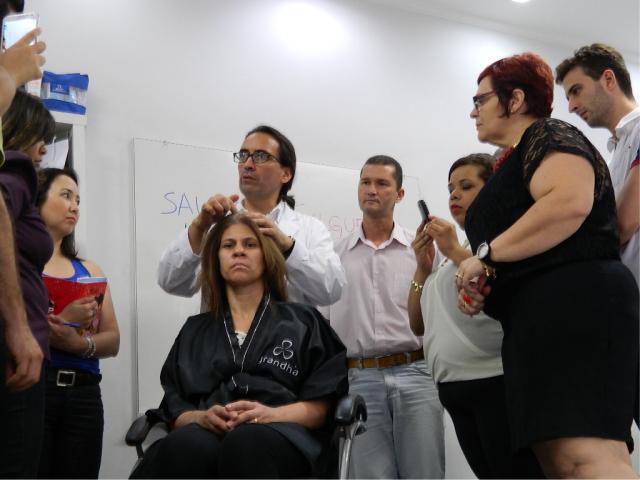 Miguel Cisterna falou sobre os conceitos mais fundamentais da terapia capilar, reflexoterapia craniofacial e utilização de equipamentos de alta frequência para tratamentos específicos de alopecia e distúrbios de oleosidade. Presidente da Associação Argentina de Tricologia, Miguel Cisterna é especialista em terapia capilar.