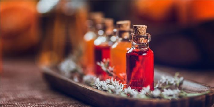 O que é aromaterapia? Óleos essenciais, vegetais, argilas, chás, águas nutritivas e muito mais com Grandha.