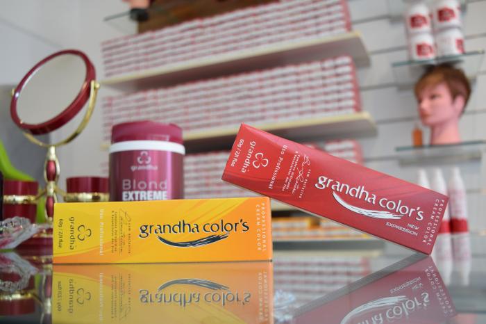 Coloração profissional Grandha Colors possui baixo teor de amônio: de 0,8 a 1,2%.