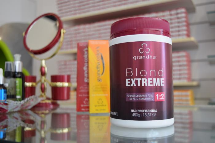 Coloração profissional: Pó Descolorante Blond Extreme trabalha com uma associação dos persulfatos de Amônio, de Sódio e de Potássio.