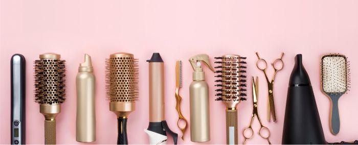 Acessórios de cabelo. Secador, chapinha, escova.