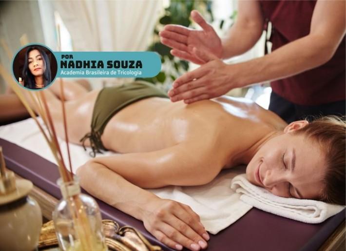 Massagem com óleo vegetal em mulher.