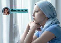 Mulher com alopecia areata: queda capilar por traumas e questões emocionais.