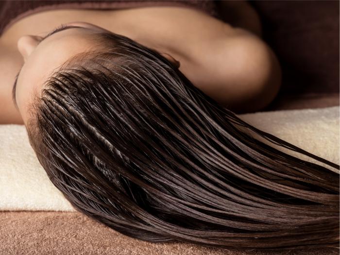 Mitos e verdades sobre silicones em produtos cosméticos para o cabelo.