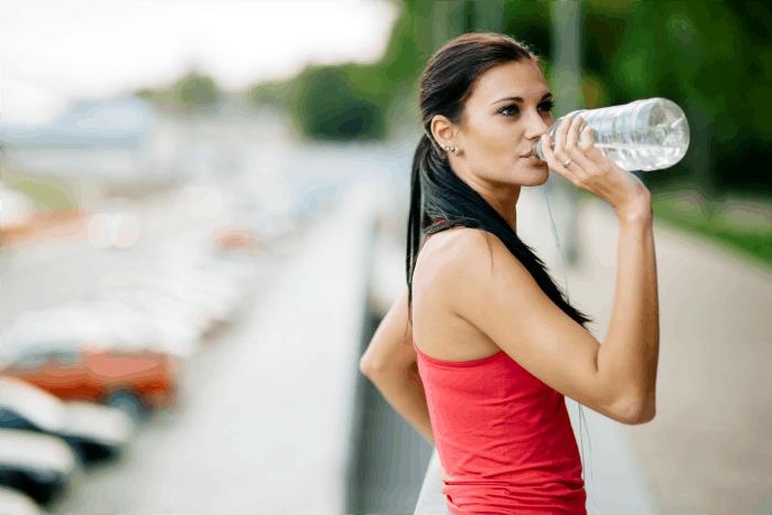 Saiba o que 3 litros de água por dia podem fazer pela aparência e saúde do seu cabelo e da sua pele. Resultados incríveis em apenas um mês.