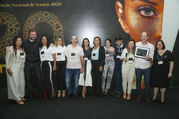 """PH Cosméticos, de Philander e Cileide Vieira foi a vencedora do prêmio """"Distribuidor Destaque 2019"""" na 4° Convenção Nacional de Vendas Grandha 20 Anos."""