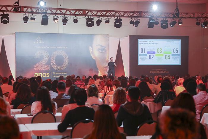 Celso Martins Junior palestra na 4° Convenção Nacional de Vendas Grandha 20 Anos.