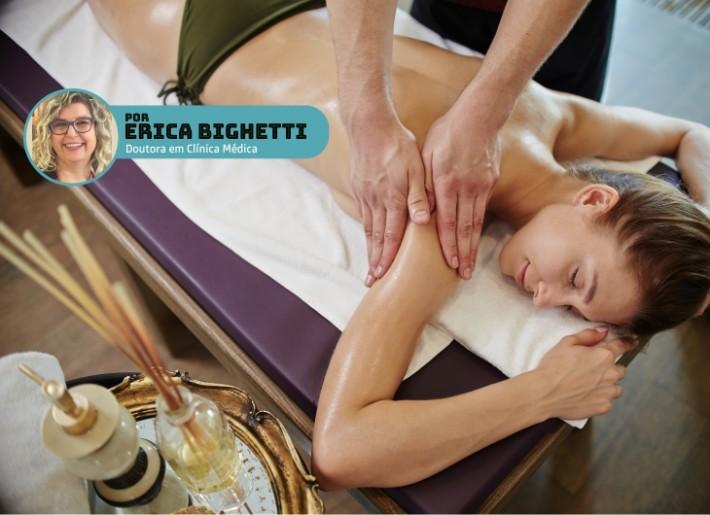 Massagem modeladora com óleo essencial de gengibre ajuda no combate a celulite.