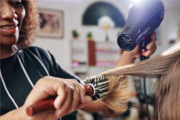 Proteção térmica para os cabelos com secador e chapinha.