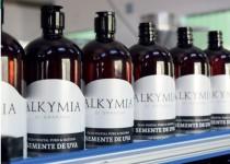 Óleo de semente de uva Alkymia di Grandha em produção na Melk Cosméticos.